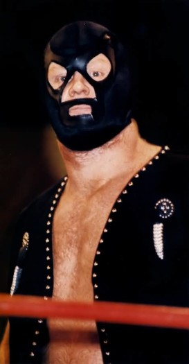 I'm not sure why Calaway wore a mask during the early part of his career, but as you'll see it was likely just him looking for a gimmick he was comfortable in. Obviously, that took a while.