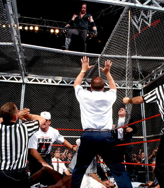 Mankind_vs_The_Undertaker_Hell_in_a_Cell_Match_King_of_the_Ring_1998_23