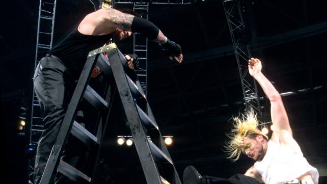 RAW_7-1-02_Jeff_Hardy_v_The_Undertaker_-1